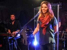 Aneta Langerov� p�i vystoupen� v Jazz Docku v prosinci 2012 (v pozad�