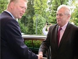 Prezident Miloš Zeman a staronový šéf lidovců Pavel Bělobrádek na sjezdu v