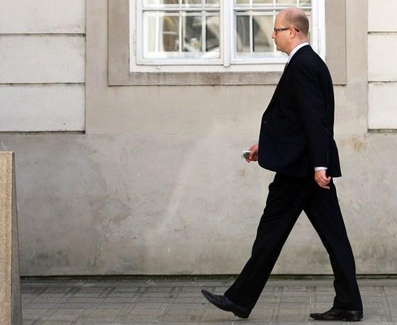 Předseda ČSSD Bohuslav Sobotka přichází na návštěvu k prezidentovi Miloši