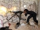 Syrský povstalec v bojích o město Aleppo (17. června 2013)