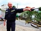 Ladislav Lakota z brněnského hasičského útvaru vysvětluje, že vodu z Nových