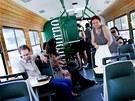 O víkendu zažila v Brně svůj křest unikátní pivní tramvaj. Hostesky v ní nosí