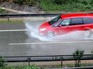 Dálnici D5 zaplavila voda a bahno. Komplikovaly dopravu (10. června 2013)