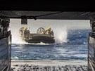 Vyloďováci člun americké námořní pěchoty na vojenském cvičení Eager Lion v