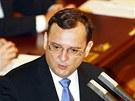 Premiér Petr Nečas vysvětloval poslancům záležitost kolem Vojenského