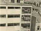 Zničený obchodní dům Bachner (nyní Horník) po bombardování.