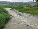 Voda se do Žimrovic valila i z polí. (11. června 2013)