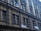 Na pražském Žižkově obsadili squateři opuštěný dům.