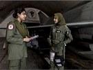 U jednotky slouží i čtyřiadvacetiletá letecká inženýrka Anam Hassanová (vlevo).