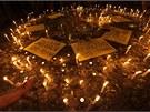 Protivládní demonstranti vzpomínají na oběti protestů, na náměstí Taksim vznikl