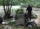 Proud vody byl tak silný, že říčka Trnava dokázala unášet i těžké betonové