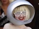 Vypadat jako Lady Gaga je sp� ot�zka odvahy v obl�k�n�. Zp�va�ka u� vyst��dala...