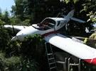 Letadlo dopadlo na zahradu rodinného domu v Uherském Hradišti.