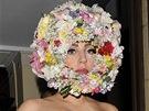 Lady Gaga r�da balancuje na hranici a je�t� rad�ji ji posouv�. D�kazem je i...