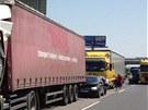 Na Štěrboholské radiále v Praze se srazily čtyři kamiony (18. června 2013).
