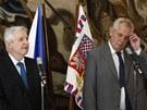 Prezident Milo� Zeman s exministrem financ� Ji��m Rusnokem p�edstavili ��slo
