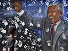 Mladík si prohlíží malbu na domě, kde krátce žil bývalý jihoafrický prezident...