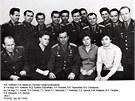Jedna z�m�lo zn�m�ch skupinov�ch fotografi� ne�pln� prvn� skupiny sov�tsk�ch kosmonaut�, po��zen� v�druh� polovin� roku 1962. Prvn� �ada zleva: Anikejev, Jorkinov�, Popovi�, T�re�kovov� a Solovjovov�. V�druh� �ad� zleva: �onin, Beljajev, Titov, Nikolajev, N�ljubov, Chrunov, Komarov, Gagarin, Volynov, Gorbatko a Leonov