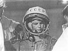 Oblékání skafandru Těreškovové vden startu