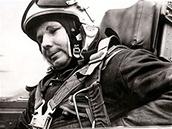 Jedna z posledn�ch Gagarinov�ch fotografi� z po��tku roku 1968 z p��pravy na let v cvi�n� st�ha�ce