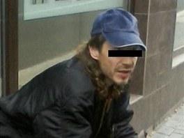 Muž přistižený s cizím telefonem tvrdil, že ho chtěl cestou zpět zase vrátit.