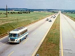 Typický obrázek dálnice v prvních letech provozu