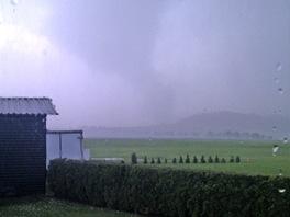 Tornádo v Krnově (18. června 2013). Foceno z místního letiště po zasažení