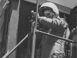 Těreškovová na ploše před raketou 16. 6. 1963 krátce před nástupem do Vostoku 6