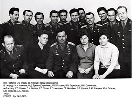 Jedna z�m�lo zn�m�ch skupinov�ch fotografi� ne�pln� prvn� skupiny sov�tsk�ch kosmonaut�, po��zen� v�druh� polovin� roku 1962.
