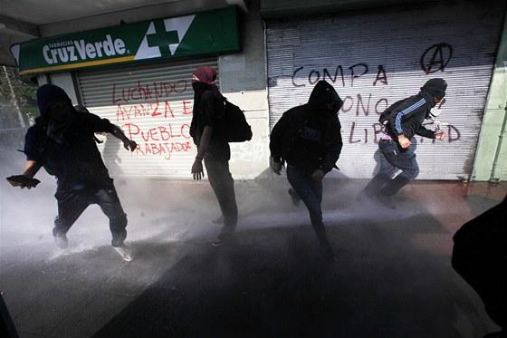 Nepokoje v Chile 21. května 2013, kdy vyšly do ulic tisíce lidí protestujících