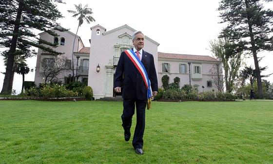 Chilský prezident Sebastián Piňera vychází 21. května 2013 z prezidentského