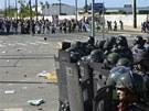 Těžkoooděnci zasahují proti demonstrantům v Brazílii (20.6. 2013)