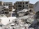 Z některých čtvrtí v Aleppu jsou po měsících bojů už jen hromady trosek (18.