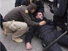 St�et pravicov�ch extremist� s polici� po protiromsk� demonstraci v �esk�ch