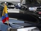 Diplomatick� auta ekv�dorsk� amabas�dy p�ed leti�t�m �eremet�vo (23. �ervna).