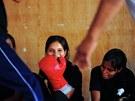 Dívky věří, že je bojové umění před násilníky ochrání.