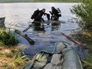 Potápěči pátrali po těle sedmatřicetiletého kněze několik hodin. Nakonec ho