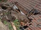Pád podmáčeného svahu poničil dům rodiny Voldánových v Miroslavi na Znojemsku.