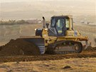 Buldozery v jihoafrickém Qunu, kde Nelson Mandela léta žil, připravují novou