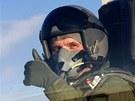 Ministr financí Jiří Rusnok sedí v kokpitu letounu L-159 při návštěvě Aera