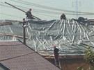 Co nejrychleji přikrýt střechu, to byl v Krnově-Kostelci zásadní úkol. (19.