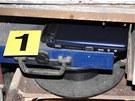 Policie zabavila při domovních prohlídkách zlodějů škodovek mnoho věcí jako