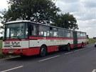 U Kolovrat se srazil autobus a dvě dodávky.