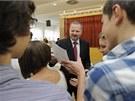 Ministr �kolstv�, ml�de�e a t�lov�chovy Petr Fiala (uprost�ed) se z��astnil
