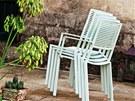 Stohovatelné židle lze snadno po párty uklidit.