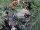 Nehoda rumunsk�ho autobusu, kter� sjel z mostu Grlo do rokle, je s 18 mrtv�mi