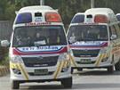 Sanitky přivážejí v neděli do márnice v Islámábádu těla horolezců zabitých pod
