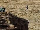 Wallenda šel ve výšce 457 metrů nad zemí bez jakéhokoli jištění. Lano přes