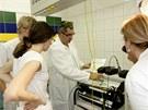 Lékař Pavel Hudík ukazuje cévní laser.