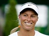 PROHRA S ÚSMĚVEM. Andrea Hlaváčková v 1. kole Wimbledonu nestačila na Rusku